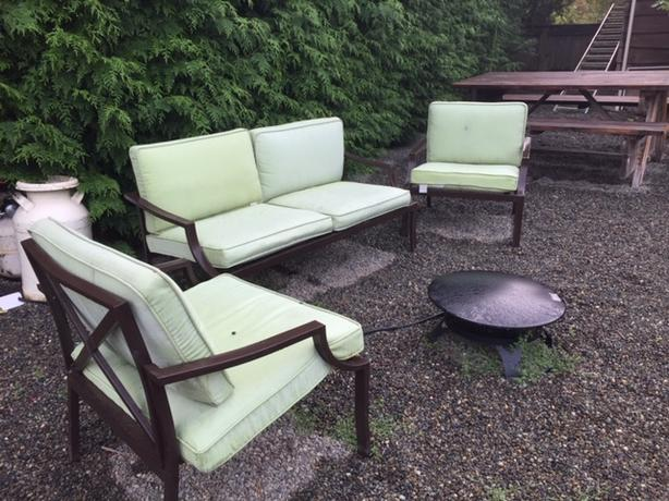 Free patio set with coffee table