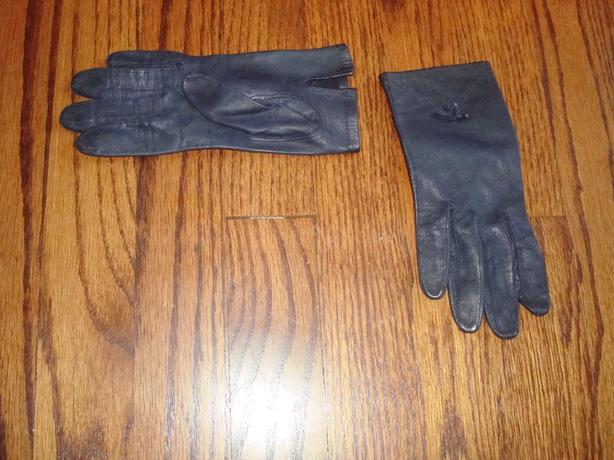 Navy Blue Leather Gloves Woman – Size Small - $15