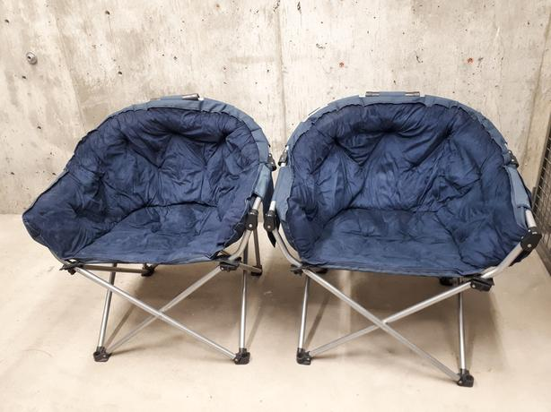 2 collapsable lawn chairs
