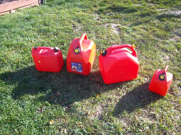 Various gas cans, various prices