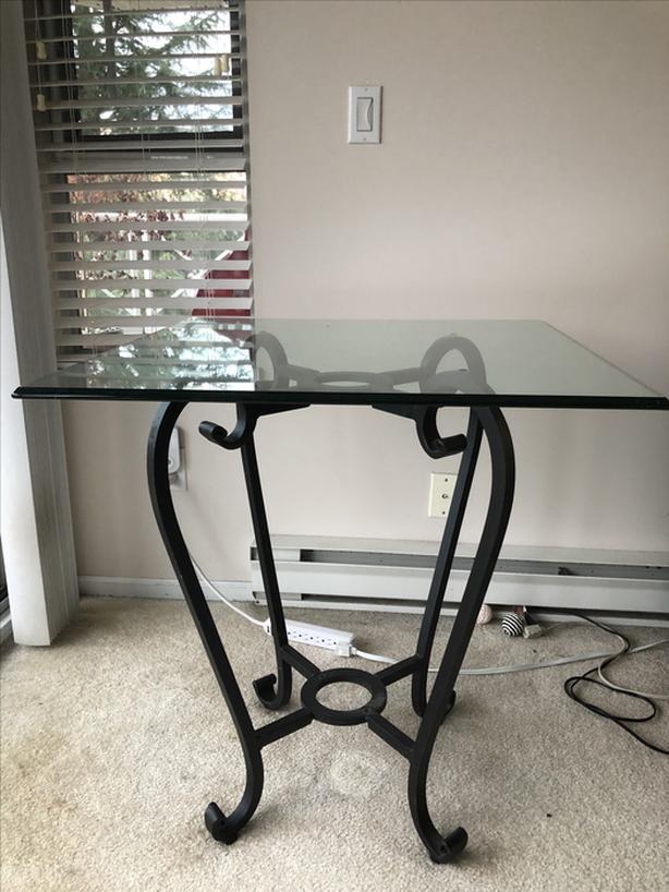 glass and meta table