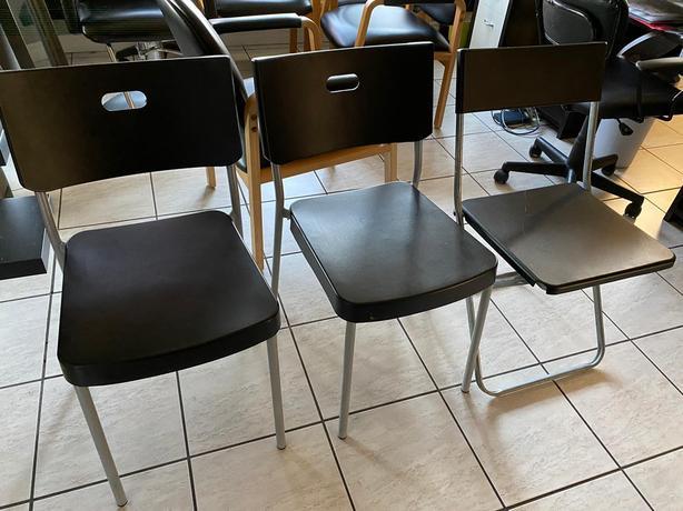 Plastic chairs x 3