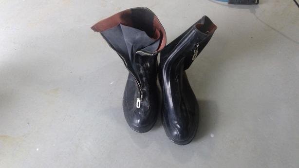 Rubber over boots 9.5