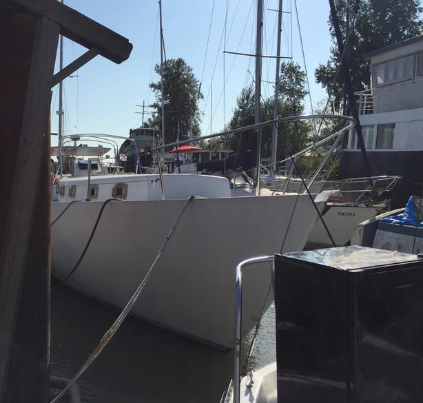 40' Sailboat Heavy fiberglass hull - REDUCED PRICE