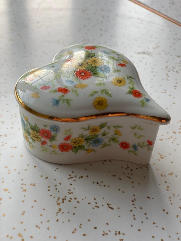 Beautiful Hand-Painted Small Pot w. Lid (Real China 1893)