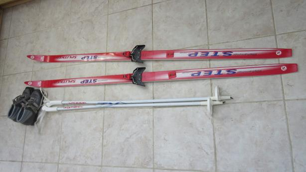 Child Cross country ski equipment – Waxless skiis, boots, poles