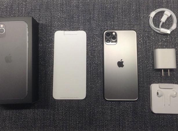 iPhone 11 Pro Max 256 gb $1199 OBO