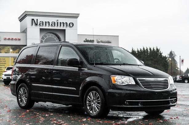 Used 2015 Chrysler Town & Country Touring No Accidents Van Passenger Van