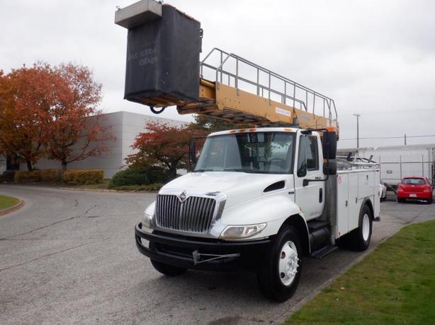 2008 International 4300 Bucket Truck with Airbrakes Diesel