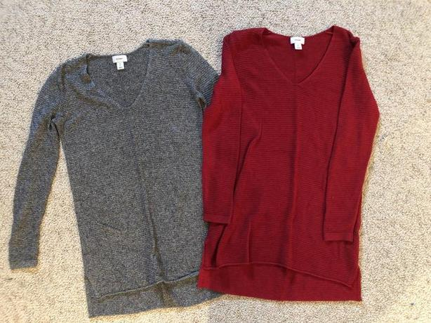 2 x Old Navy Women's Classic Marled V-Neck Sweater - Size XS -  $5 each