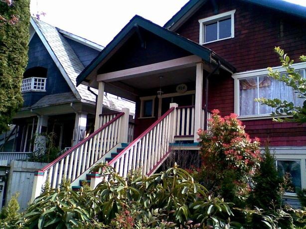 Private room in a 4-Bed-2Bath, close to downtown, young professionals, Dec 1