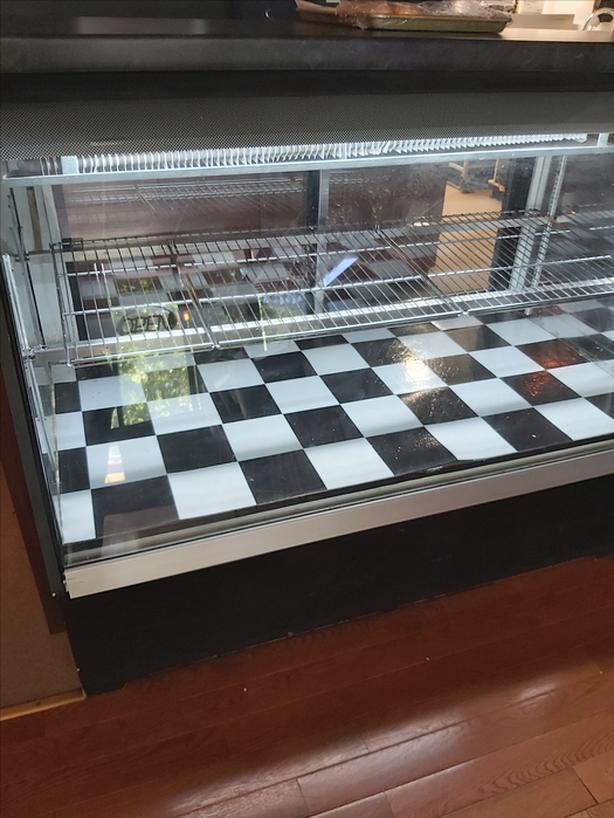 FREE:display case
