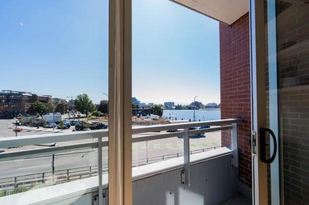 Harbour Front Downtown Studio Apartment + PARKING INCLUDED DEC 15th - DEC 24th