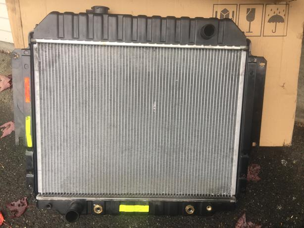 Radiator For 1992-1996 Ford E350 Econoline 5.8L V8 1993 1994 1995