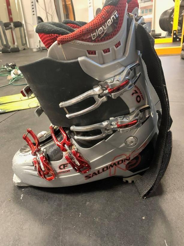 Salomon ski boots size 29