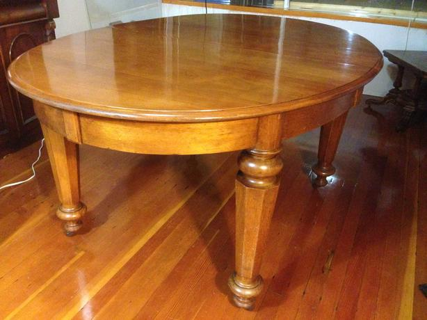 DINING TABLE: EDWARDIAN OVAL MAHOGANY EXTENDING