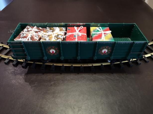 G Scale Trains - Christmas Wonderland Flyer #90047 Train Car With Presents