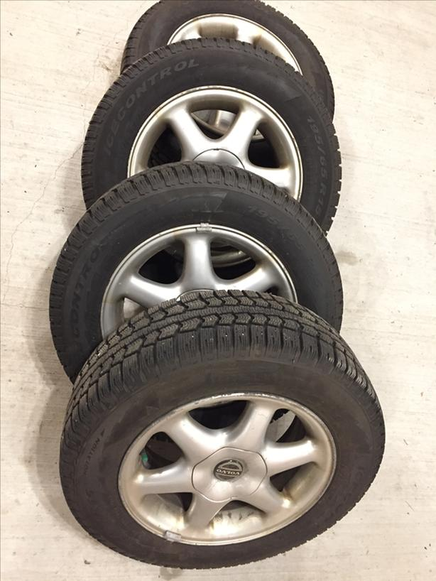4 of 195x65R15 Pirelly Icecontrol winter tires on Volvo 15in rims