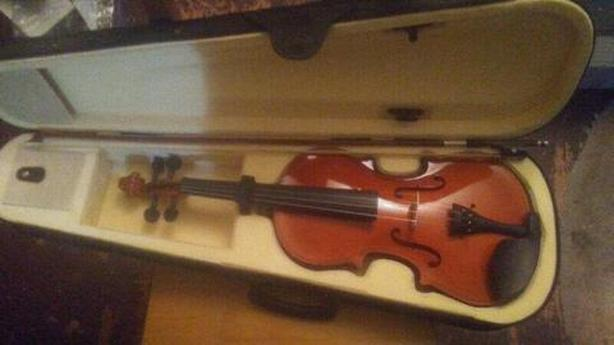 4/4 Full Size Violin with Bow, Rosin, Case