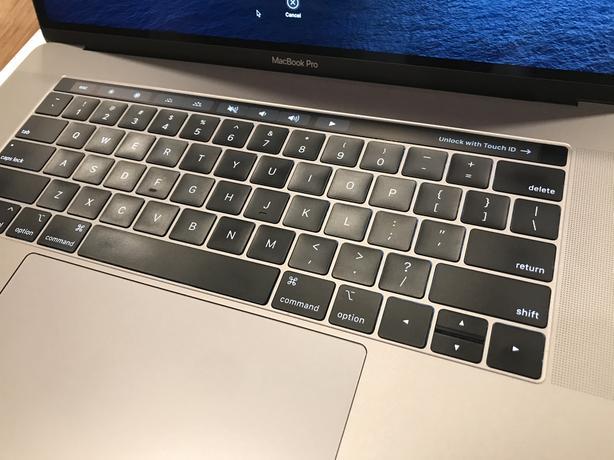 Apple MacBook Pro 2018 (6-Core i7 | 16GB RAM | Radeon Pro 555X)