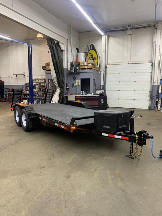 2020 Western Trailers 18' Beaver Tail