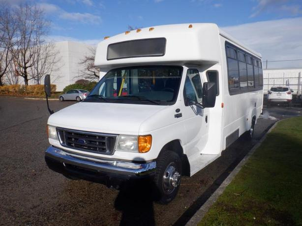 2004 Ford Econoline E-450 13 Passenger Bus with Wheelchair Accessibility