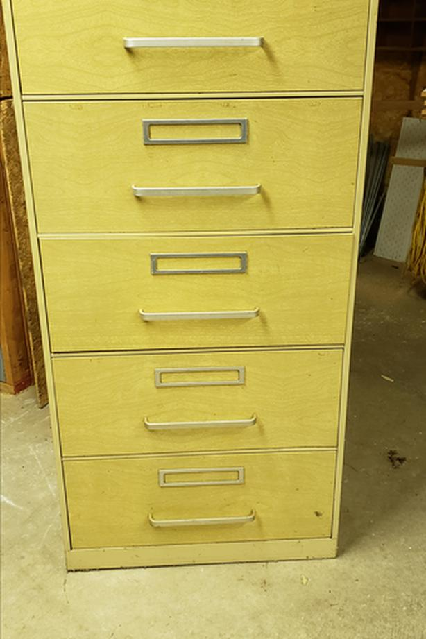 Simplicity Metal cabinet