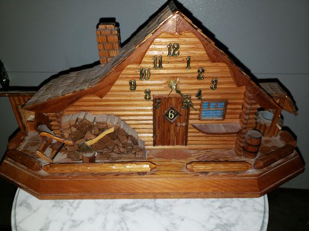 Log Cabin Clock