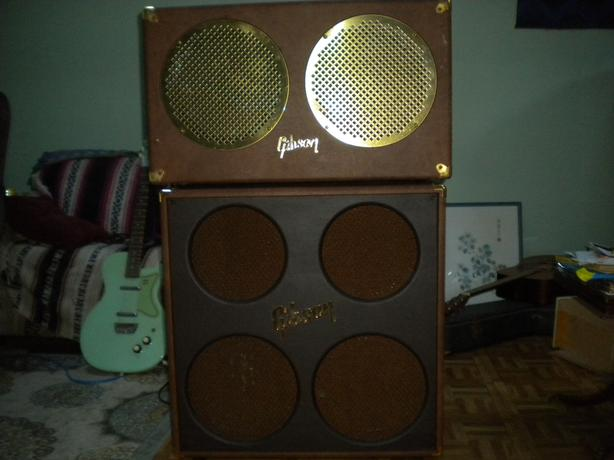 Gibson GA-30RVS guitar amp. and cabinet