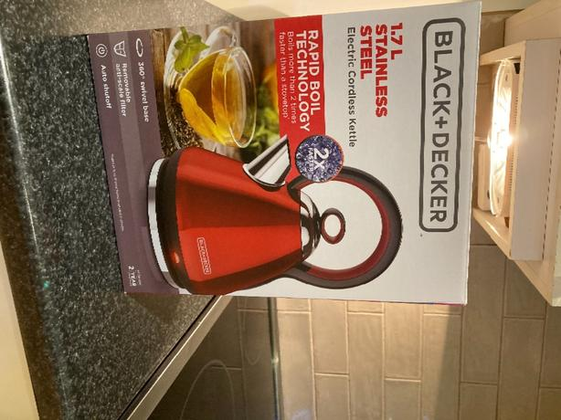 Black & Decker Electric Dome Kettle-Red