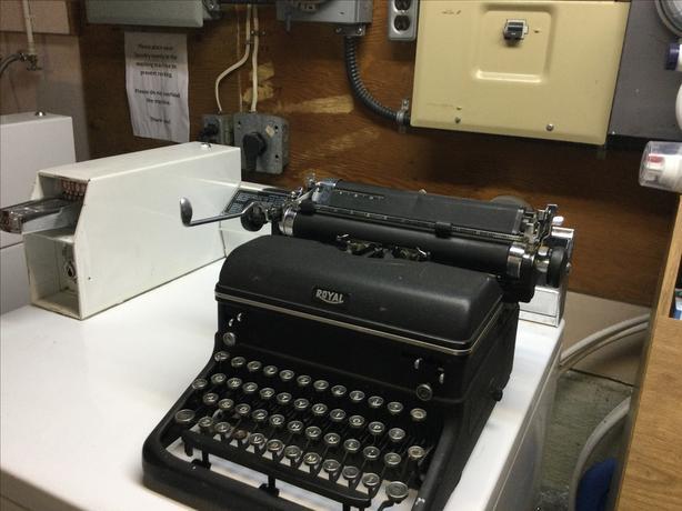 1930's antique Royal typewriter