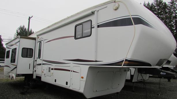 2012 Montana 3700RL STK# Q21N0001A