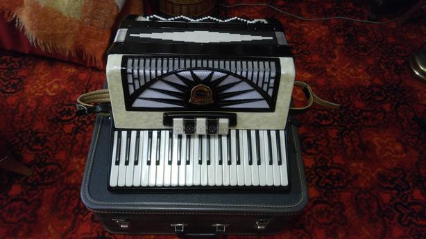 Velma 120 Bass Accordion