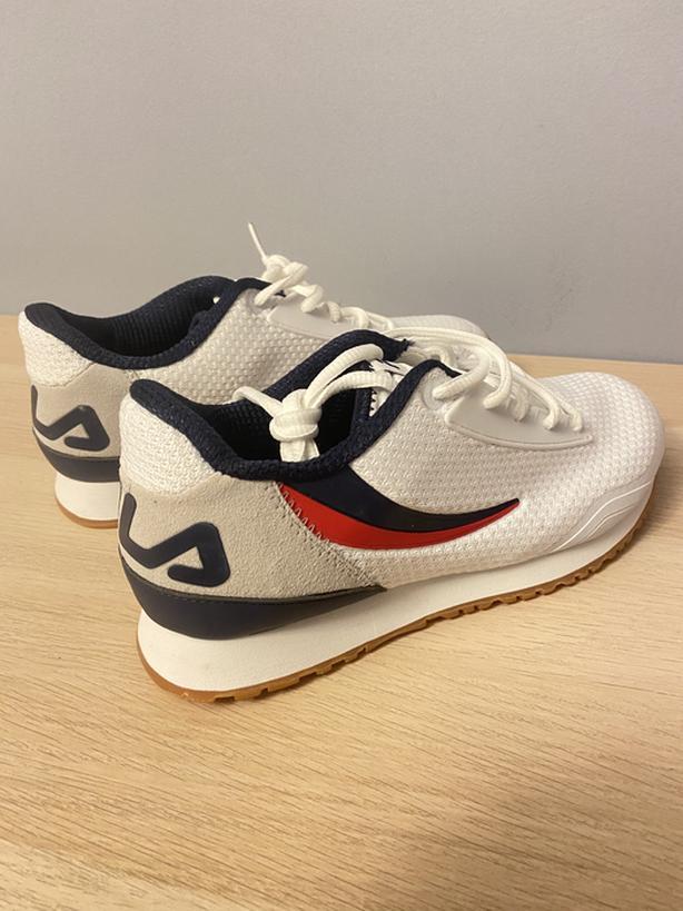 BRAND NEW Fila Runners