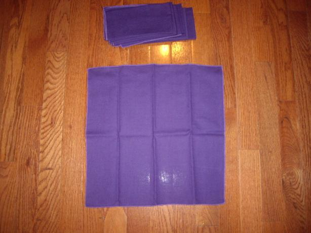 TABLE CLOTH NAPKINS PURPLE OR BLUE