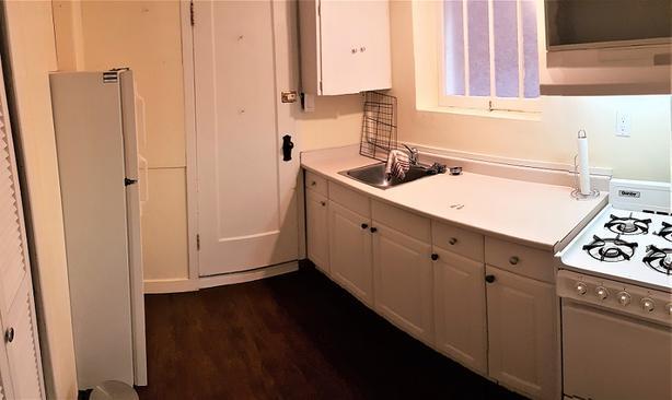 Quaint, cat friendly 1-bedroom basement suite in heart of Kits