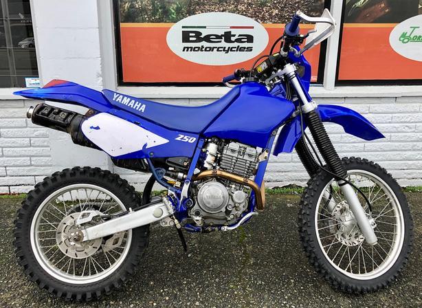 2002 Yamaha TTr250 trail bike, electric start, headlight