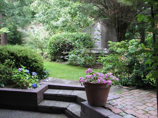 Bright & Beautiful 2 bdrm Garden Suite