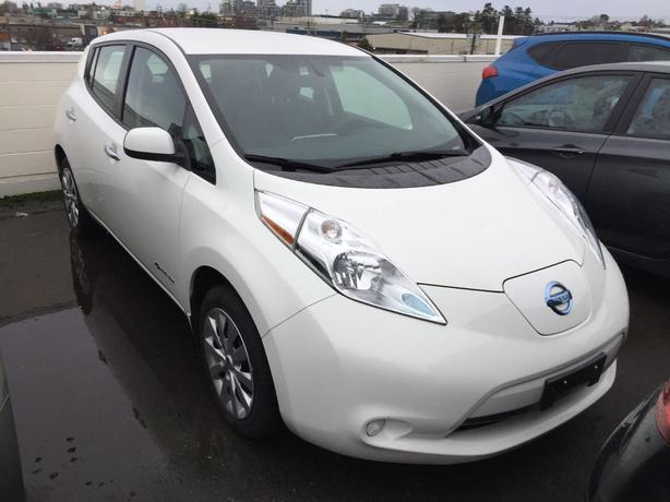 Pre-Owned 2016 Nissan LEAF S Front Wheel Drive Hatchback