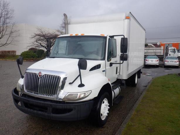 2011 International 4300 16 Foot Cube Van Diesel With Hydraulic Brakes