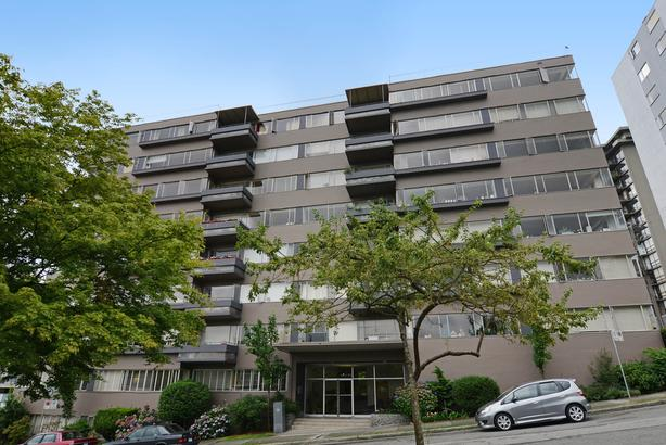 NEWLY RENOVATED 2 Bed/1050 sf. w/d; views of Lost Lagoon/North Shore