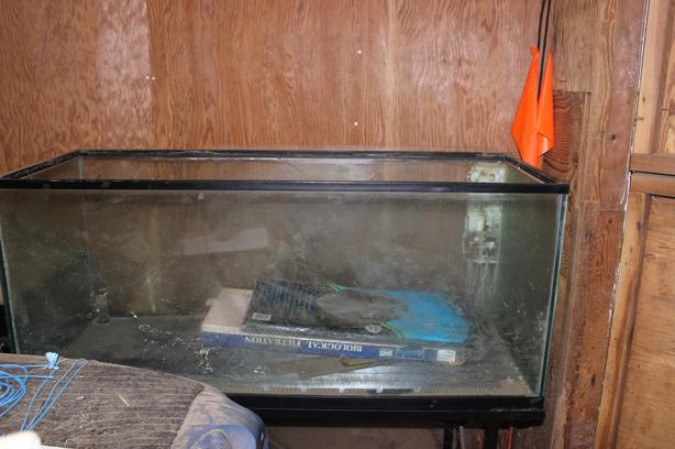 72 gallon fish tank and metal stand