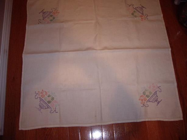 LINEN VTGE TABLE COVER 32 INCHES SQUARE