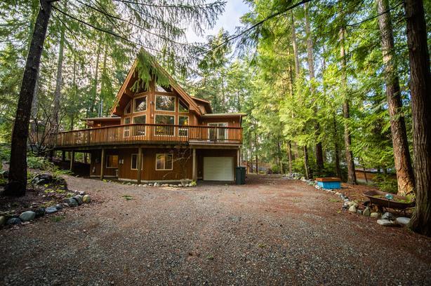 West Coast Style Linwood Cedar Home on Fabulous Gabriola Island