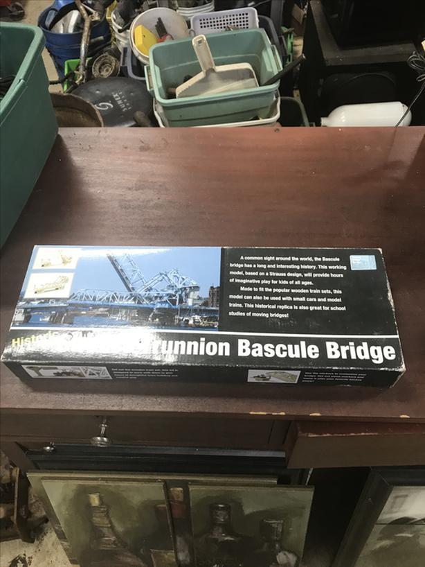 "Strauss Trunnion Bridge ""Victoria Blue Bridge"" model kit"