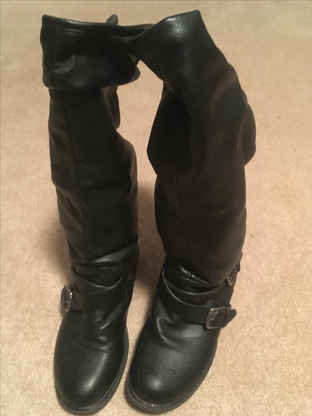 Black fleece lined ladies boots - size 8