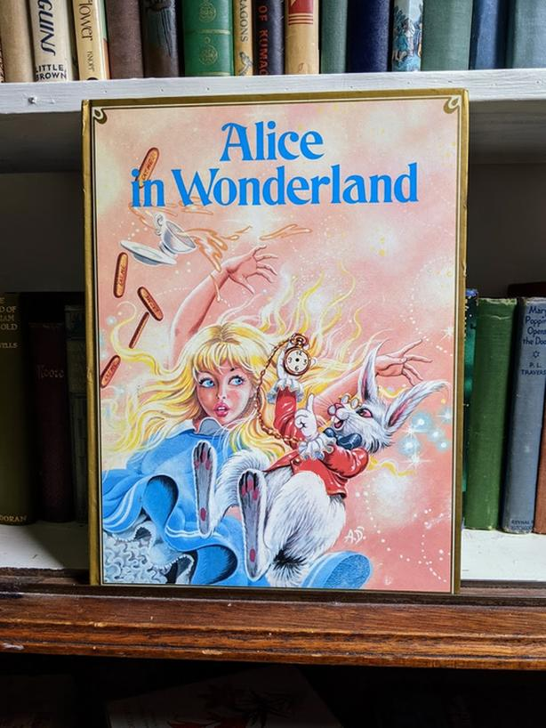 Uncommon Children's 1985 Alice in Wonderland - Printed in Italy