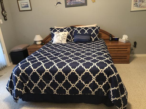 Queen sized comforter Price $50.00
