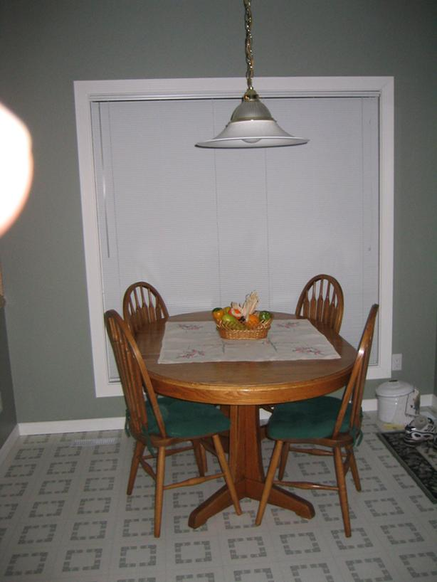 Solid Oak Kitchen/Dining Pedestal Table & Chairs