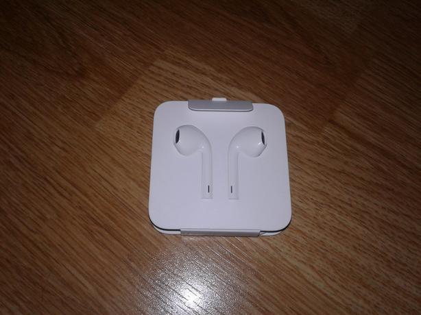 Brand New Apple Earphones - Lightning Connector